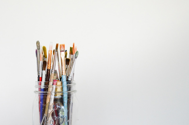 Hourly Jobs That Can Prepare You for a Career in the Arts