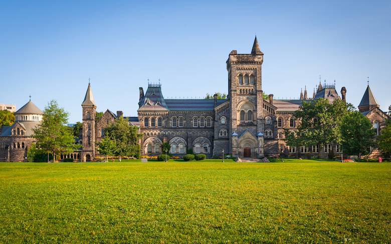 Should You Apply to Canadian Colleges?